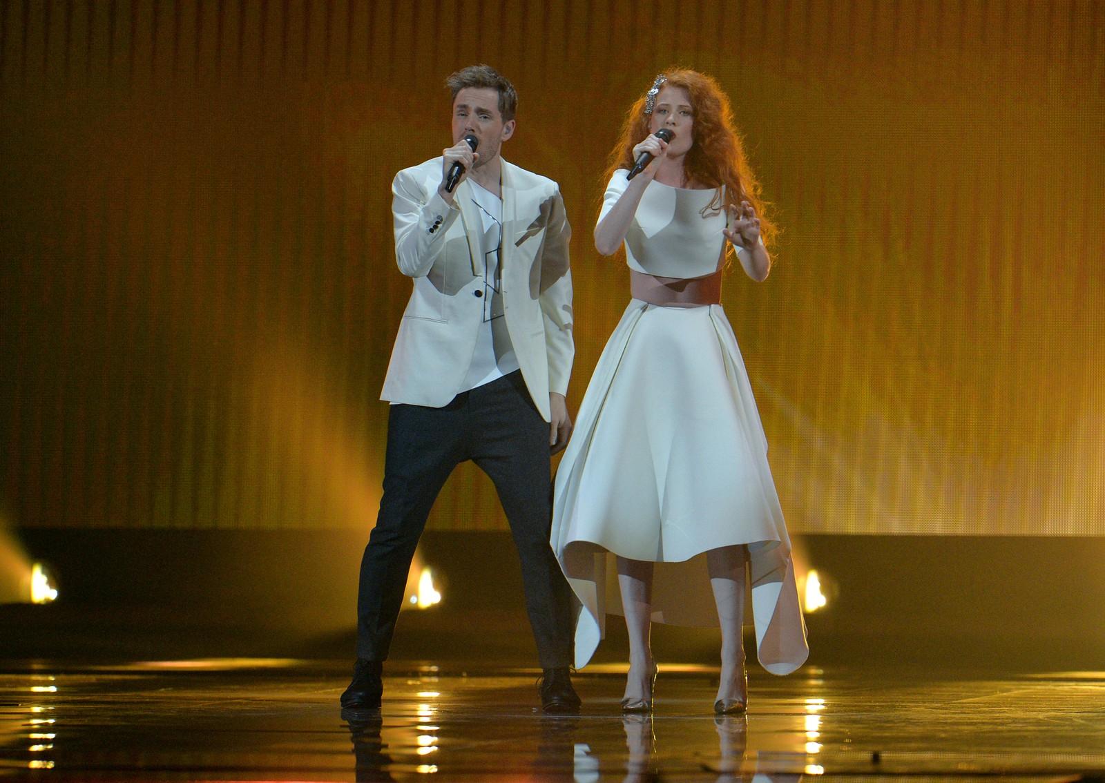 Mørland og Debrah Scarlett skal forsvare Norges ære med sin «Monster Like Me». Duoen er sjette artist ut på scenen i kveld. Her fra onsdagens kostymeprøver.