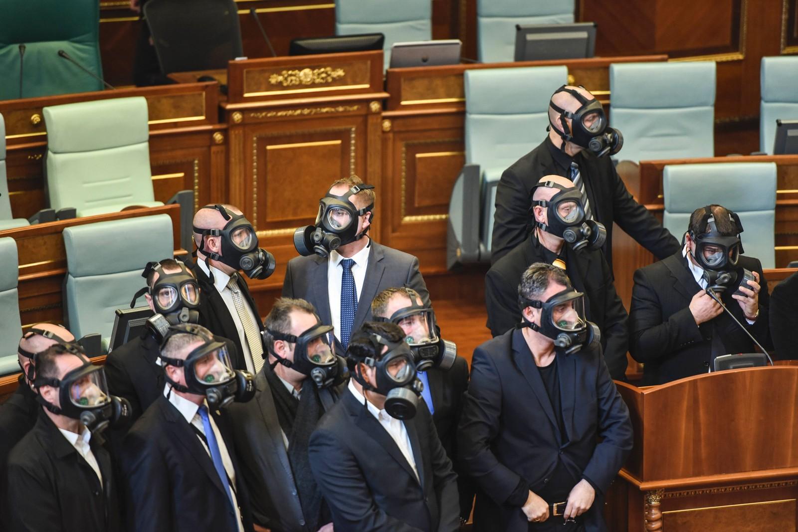 Tåregass-angrepet ble trolig utløst av opposisjonen som var misfornøyd med avtaler inngått med Serbia.