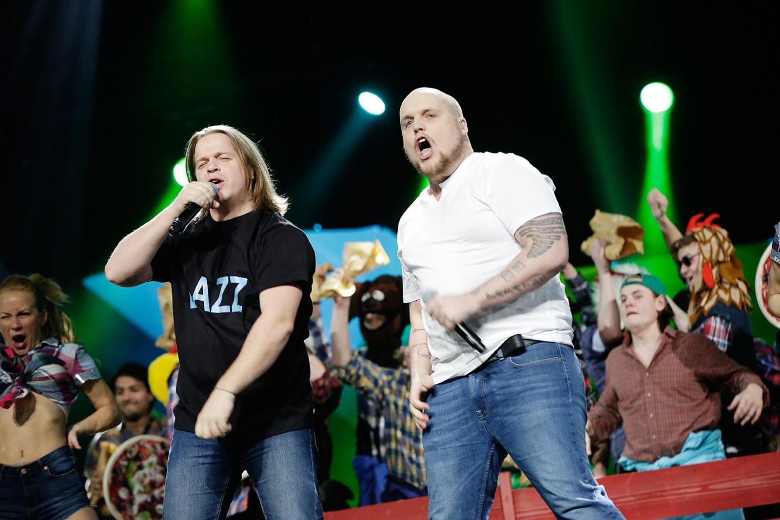 Partyduoen Staysman og Lazz fra Fredrikstad var blant 2014s mest strømmede artister. De inntar Spektrum med låta «En Godt Stekt Pizza».
