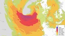NÅR TOPPEN I NATT: Stormsenteret som er på vei mot Norge vil legge seg vest for Danmark i natt og føre til full storm på kysten. Ute i havet vil vinden i korte perioder komme opp i orkan styrke.