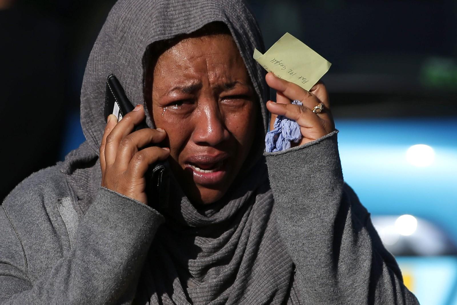 SAVNET: En kvinne forsøker desperat å få tak i en savnet slektning etter storbrannen.
