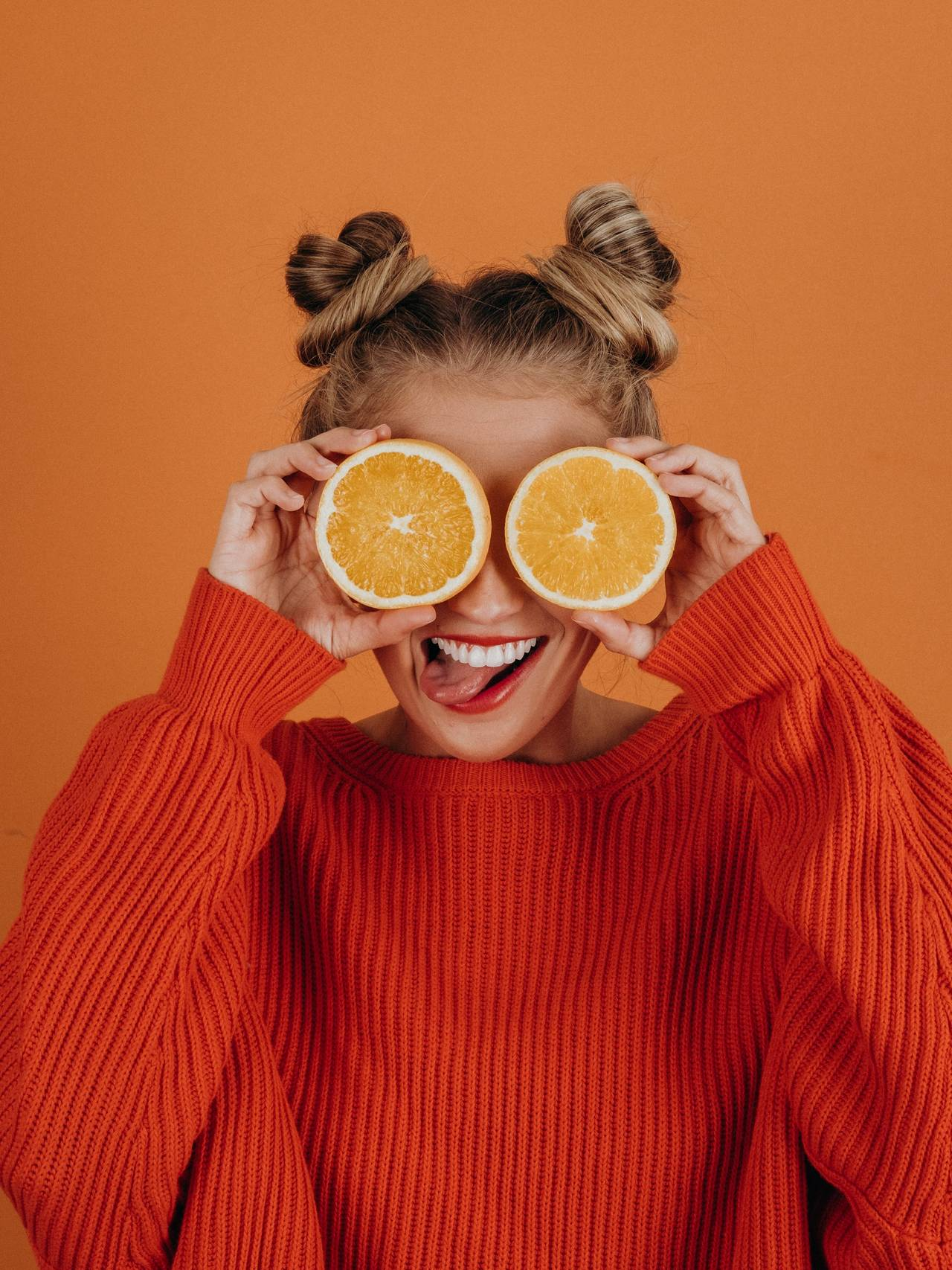 Oransje.