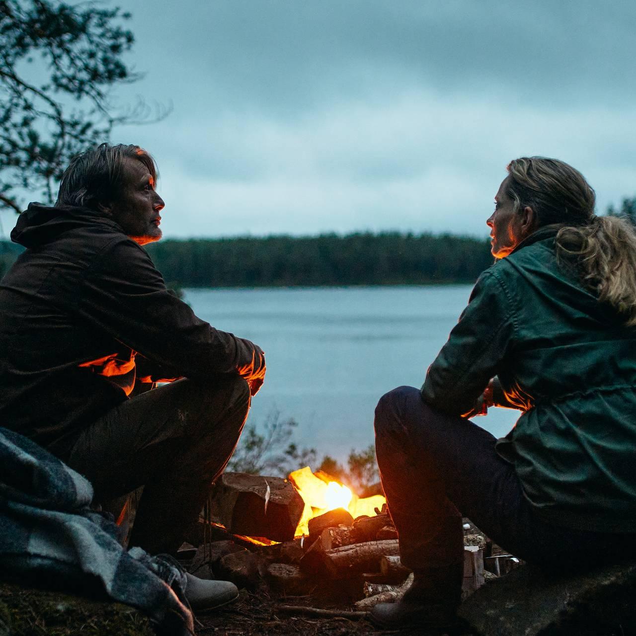 Mads Mikkelsen og Maria Bonnevie i filmen Et glass til