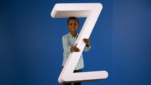 Norsk serie.       Lesekorpset inspirerer barn til å utforske alfabetet. Med Lesekorpset finner barna lyden som hører til bokstaven. Dagens bokstav er Z.