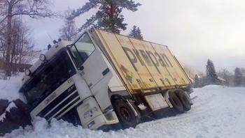 Vogntog i grøfta i Velfjord