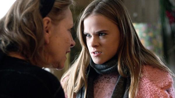 Norsk dramaserie. (8:13) Fiona.Ninni, søsteren til Tess, oppfører seg rart og Tess finner ut at det er fordi hun har begynt å hengemed Fiona. Tess må ta noen tøffe valg som får store konsekvenser for henne selv og hennes familie.