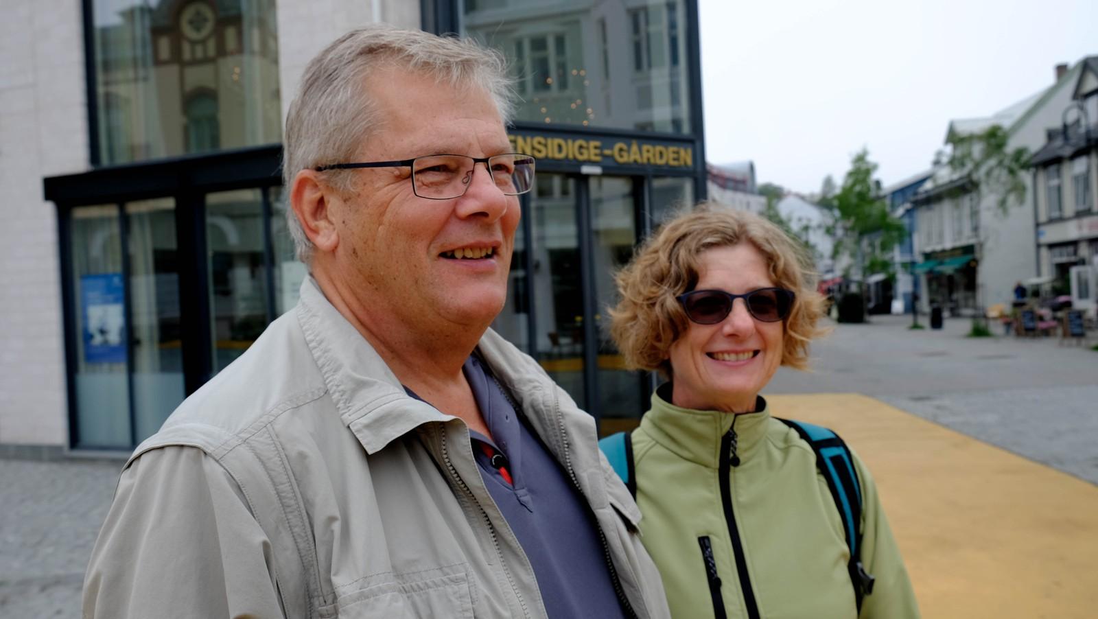 Lise Christensen og Rolf Nielsen fra Danmark synes det er dyrt nok å komme til Norge, og er usikker på hvilken annen ordning som ville hjulpet. De synes at Norge er et rent og pent land.