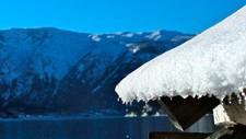 Sola varma godt i Seimsdalen i Årdal den 19. februar 2013. Per definisjon startar våren den 6. mars i Sogn og Fjordane.