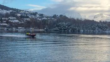 Båt søker etter savna person fra Ålesund Sjukehus