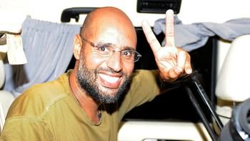 Seif al-Islam møter journalister 23. august 2011 i Tripoli