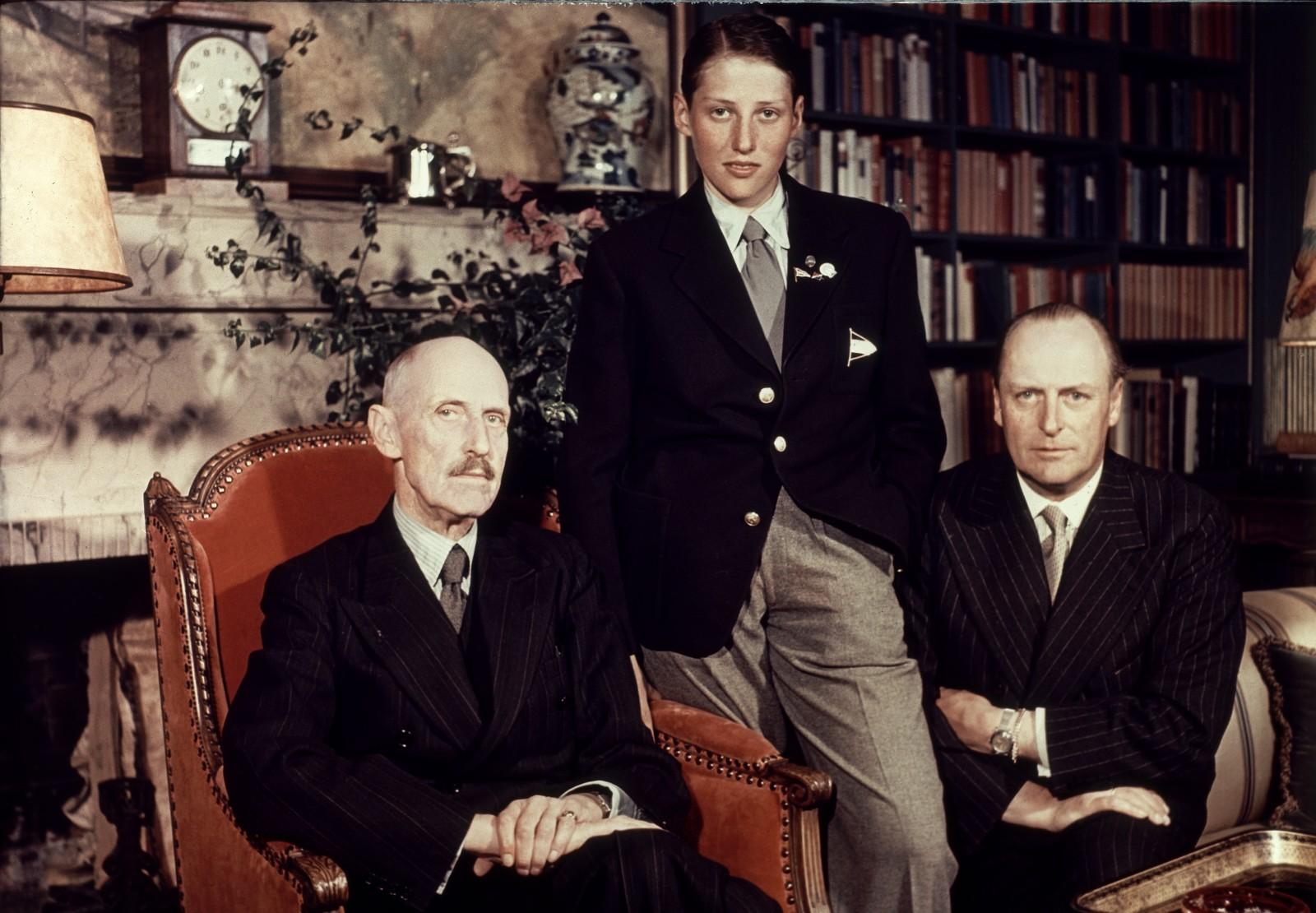 Tre generasjoner fotografert sammen på Skaugum. Her ser vi (f.v.) kong Haakon prins Harald, og kronprins Olav.