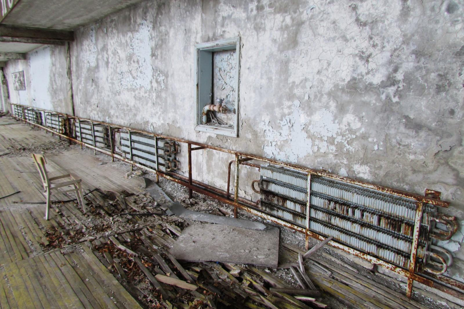 Malingen flasser av og gulvene råtner opp inne i idrettshallen.
