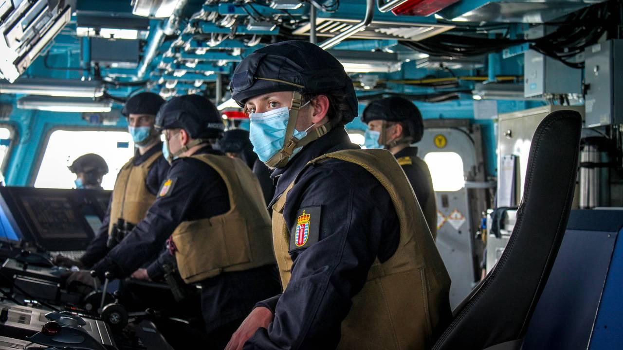 Norske soldater på broa om bord på «Otto Sverdrup»