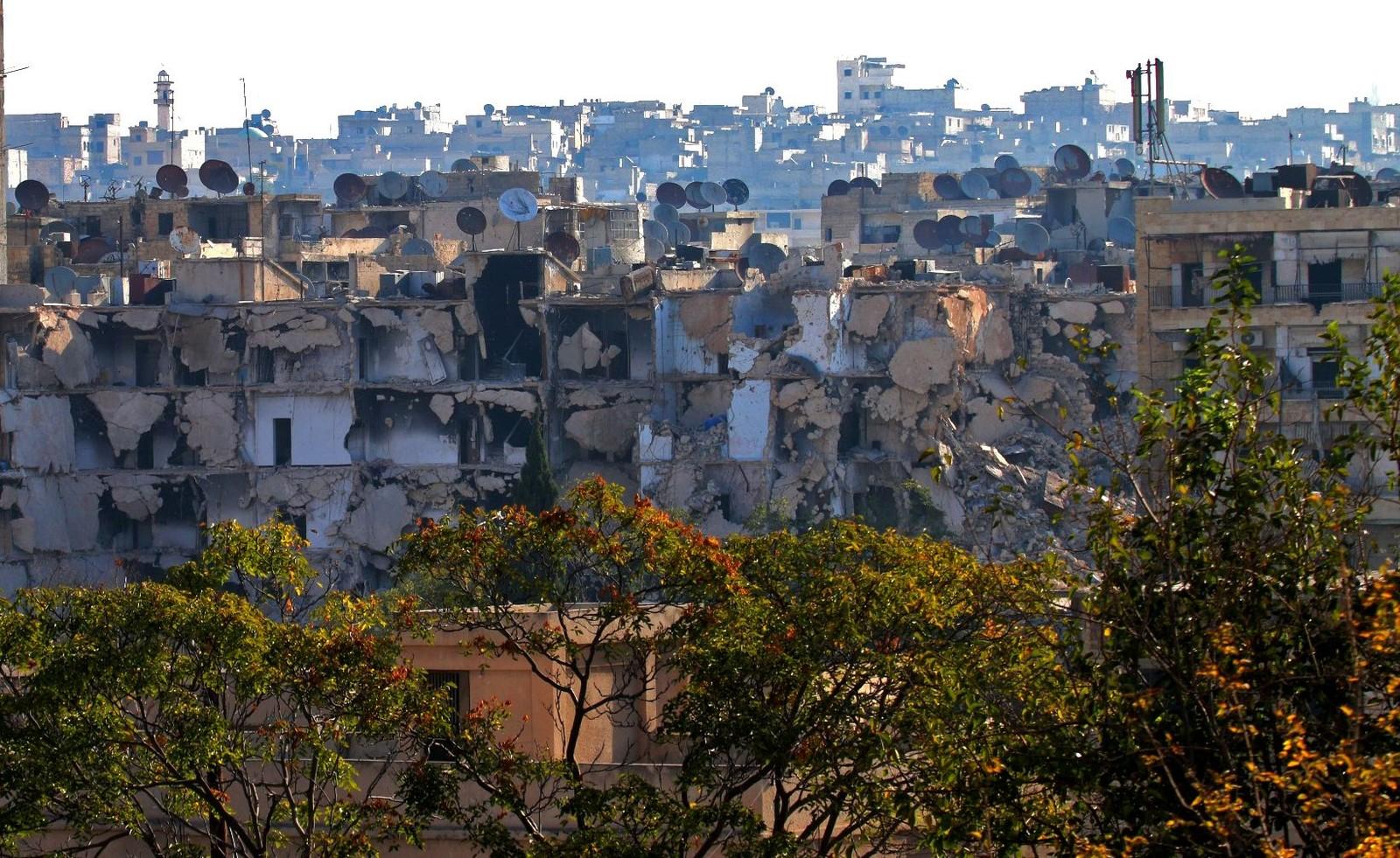 Det er store øydeleggingar i dei austlege bydelane i Aleppo etter intens syrisk og russisk bombing dei siste vekene.