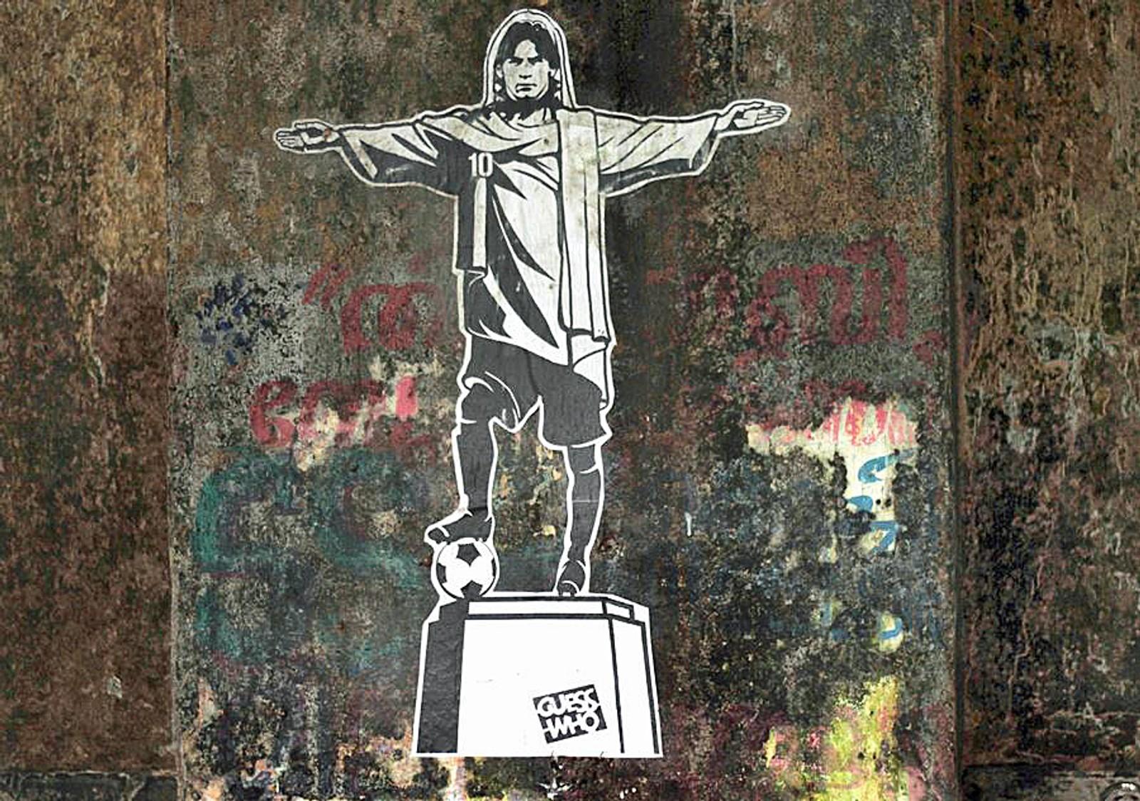 Maradonna satt opp som Brasils Jesus-statue.