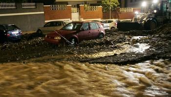 En tropisk storm har truffet Kanariøyene