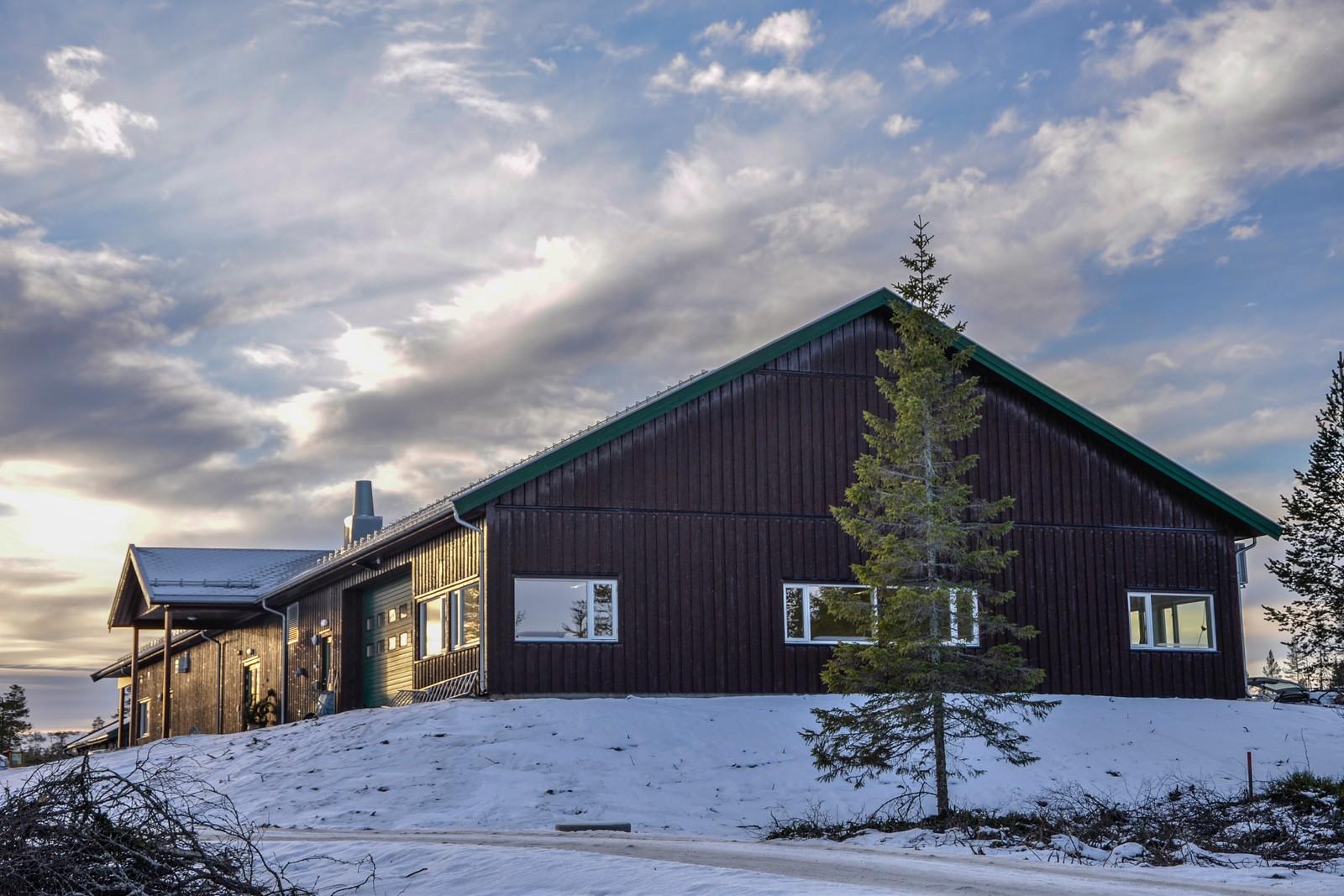 Det nye servicebygget på Lygna har plass til både lager, garderober, kjøkken og en kafeteriadel.