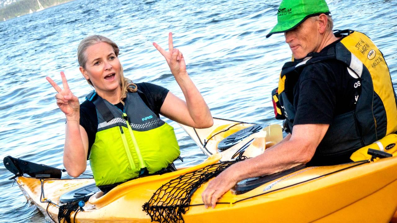 Kronprinsesse Mette-Marit padler i kajakk i Oslofjorden