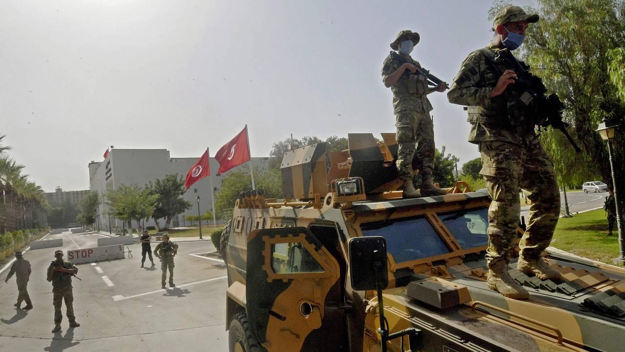 Tunisiske soldater utenfor parlamentet