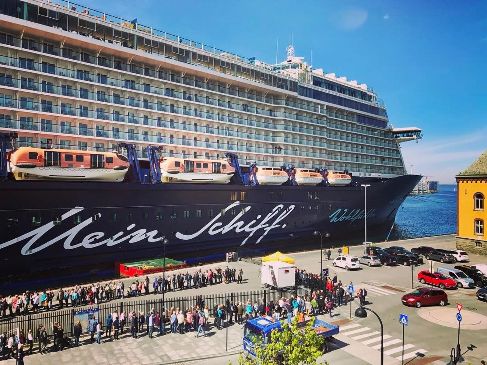 Cruiseskipet Mein Schiff 3 ved kai i Stavanger.