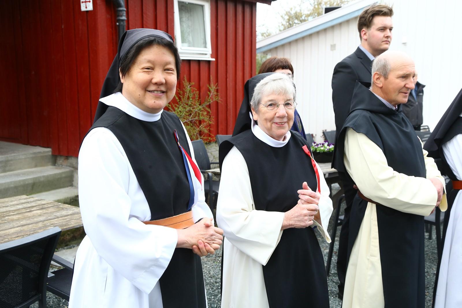 Nonnene feirer 17. mai på Tautra.