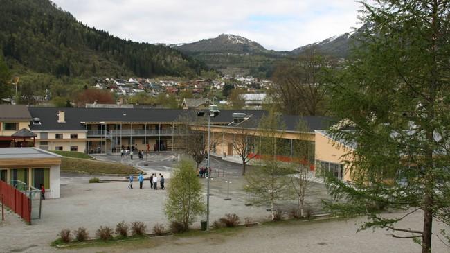 Førde barneskule er mellom skulane Statens utdanningskontor har tilsyn med. Foto: Kjell Arvid Stølen, NRK.