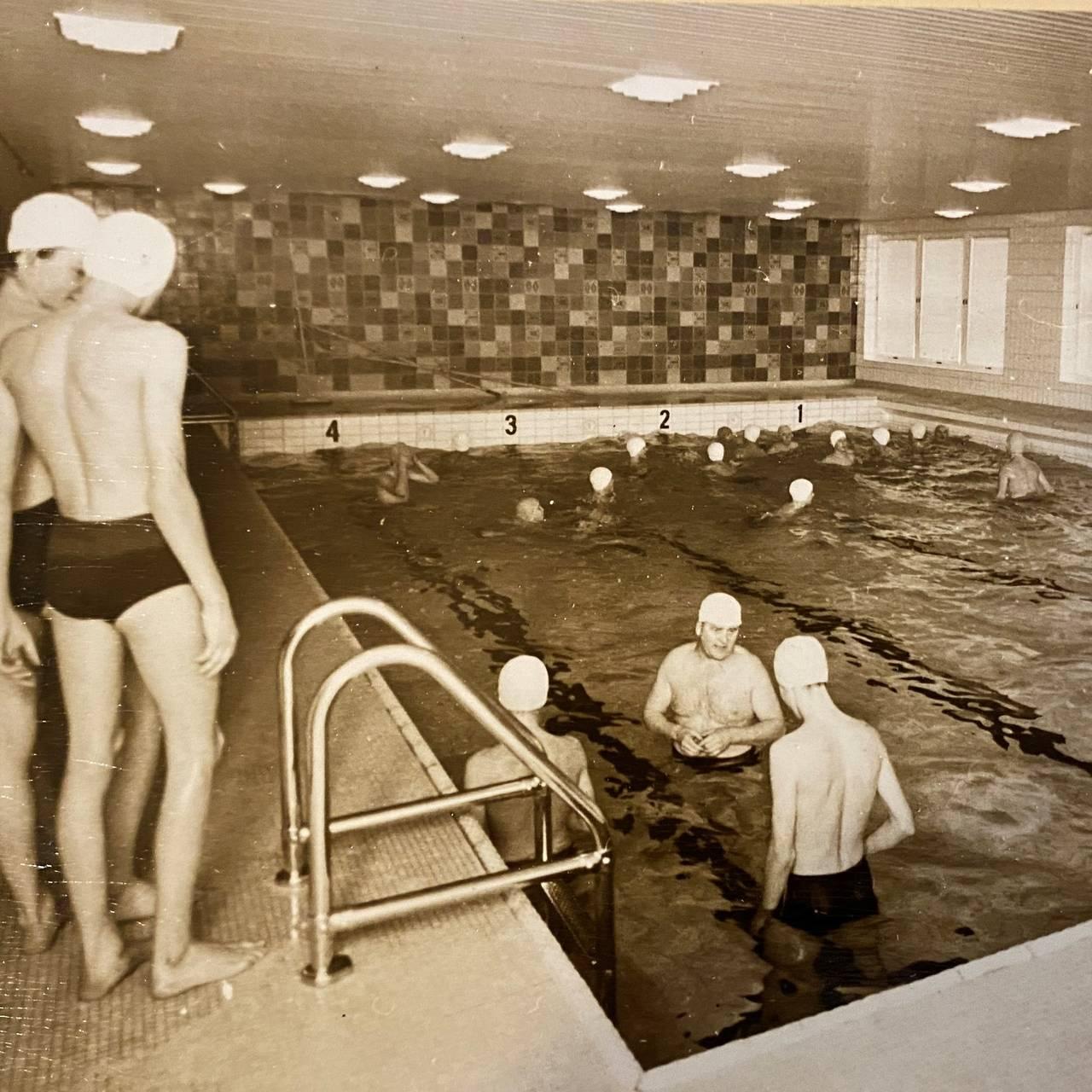 Gammelt basseng ved Holla skole i Nome.