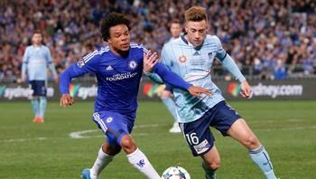 Alex Gersbach (t.h) i kamp for Sydney mot Chelsea