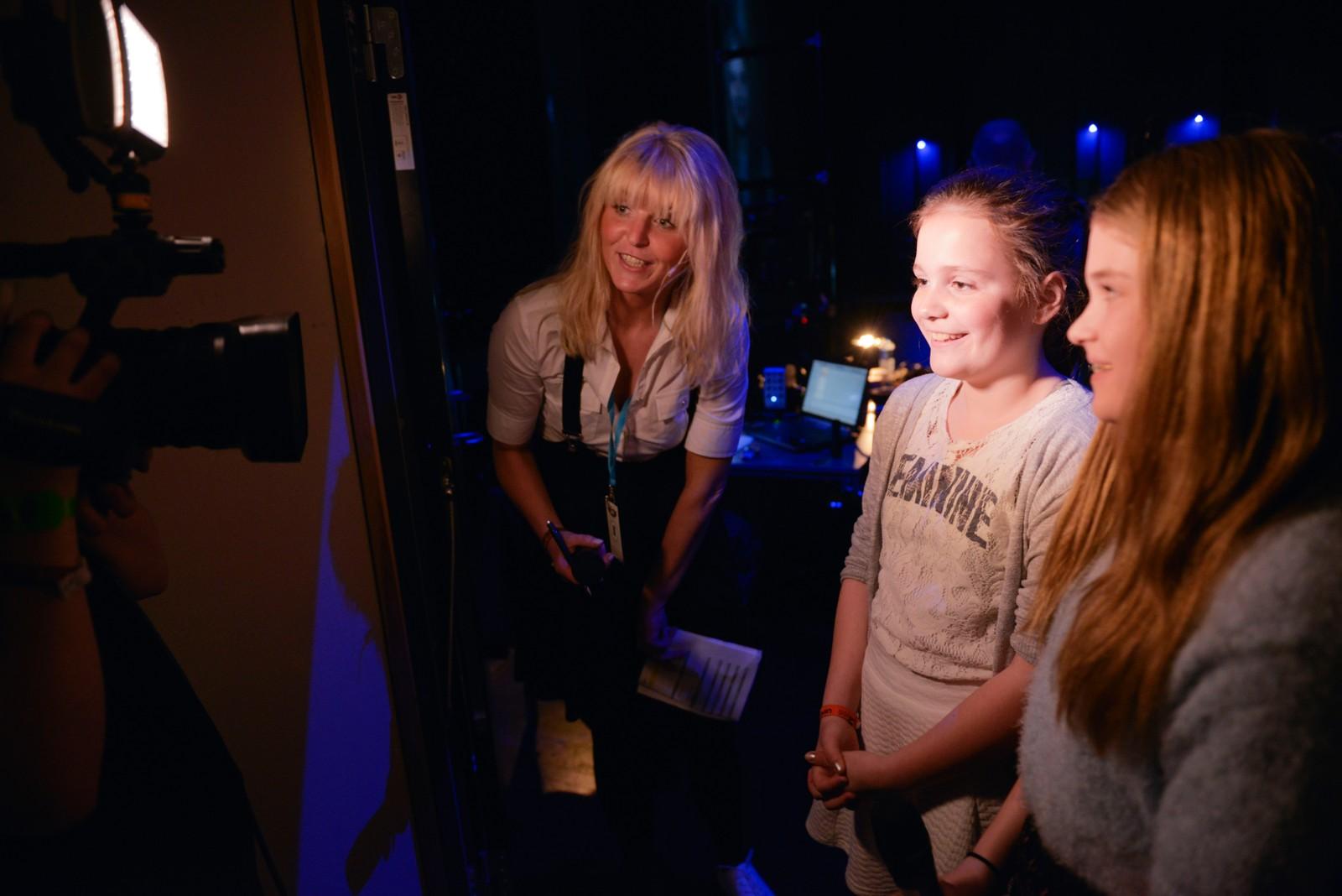 Intervju backstage med Ingvild og Tea.