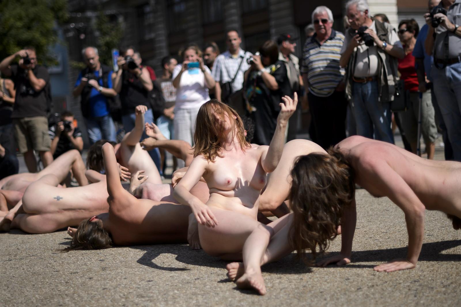 """Den franske gruppa """"Den kollektive kroppen"""" (Le Corps collectif) opptrådde under festivalen, som foregikk i Biel, tidligere mest kjent for å være hjembyen til Rolex og Swatch."""