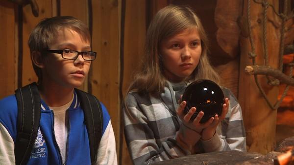 Liila og Tobbe finner en svart kule som har skumle krefter
