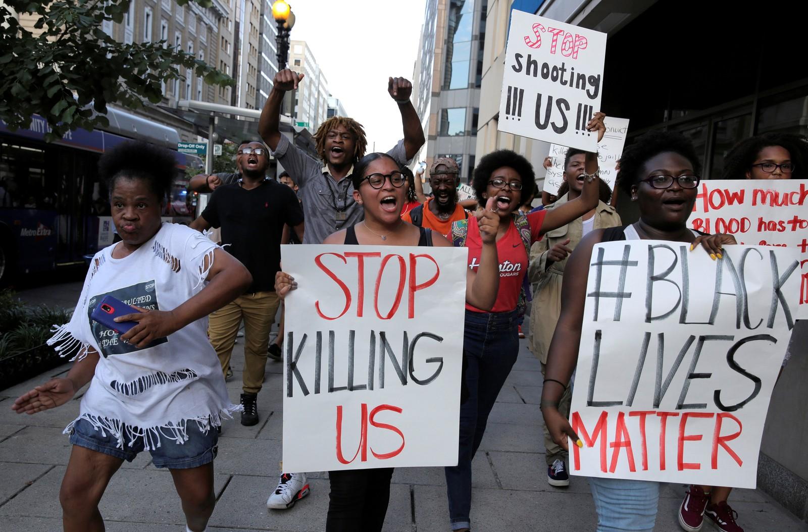 WASHINGTON D.C.: I snitt dreper amerikansk politi tre mennesker hvert døgn. Svarte er overrepresentert. Det var flere demonstrasjoner i USA i går mot politivold, her fra Black Lives Matter-demonstrasjonen i Washington D.C.