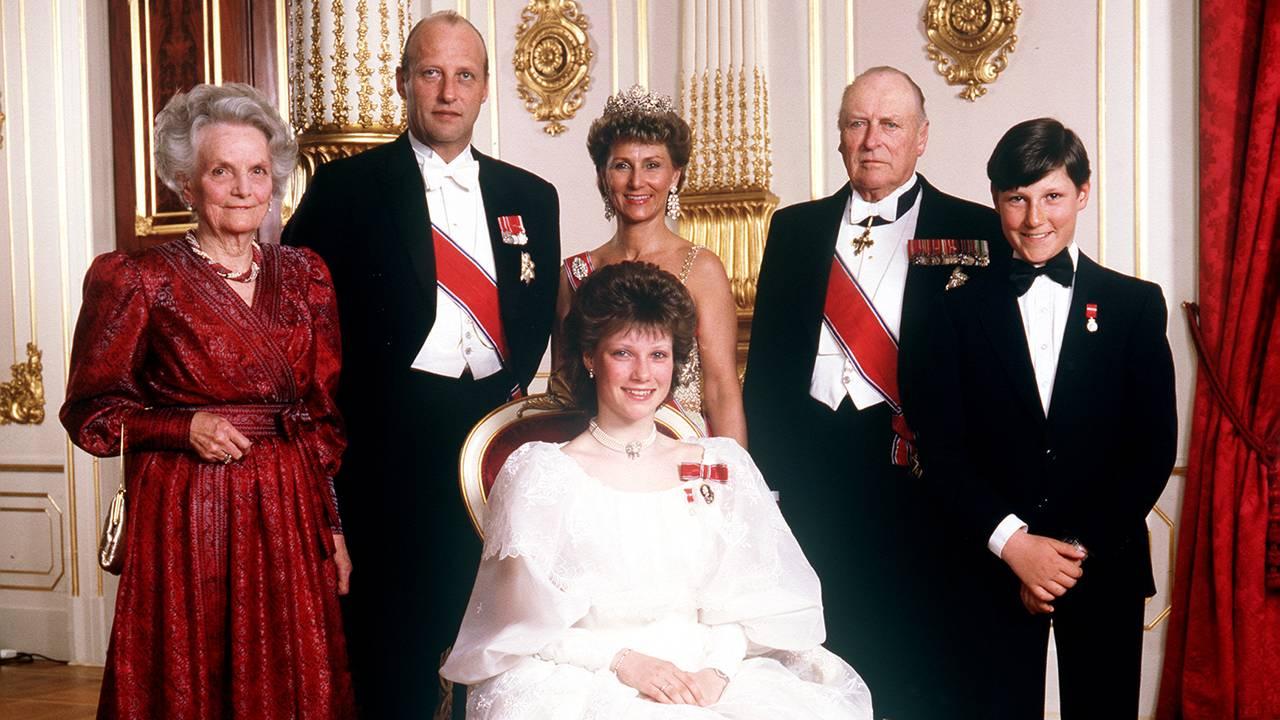 Prinsesse Märtha Louise fotografert på Slottet i anledning sin konfirmasjon