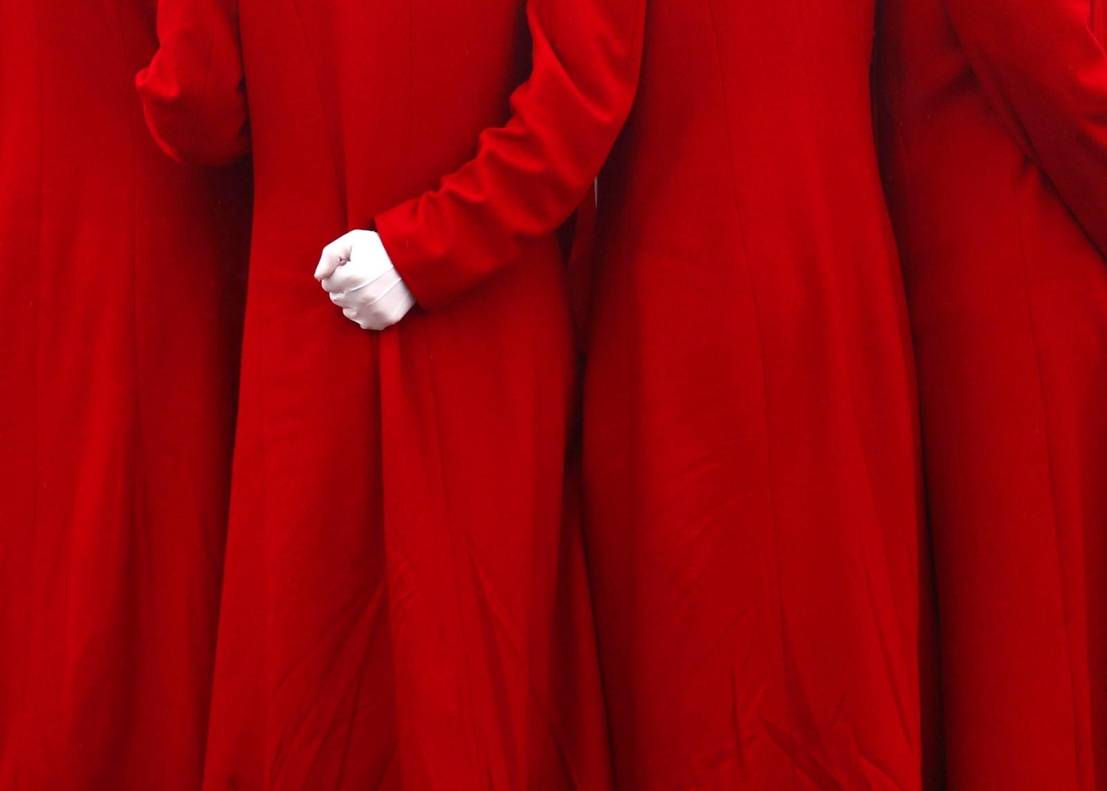 De skal jobbe som verter under kommunistpartiets kongress i Beijing. Her blir de tatt bilde av under åpningen.