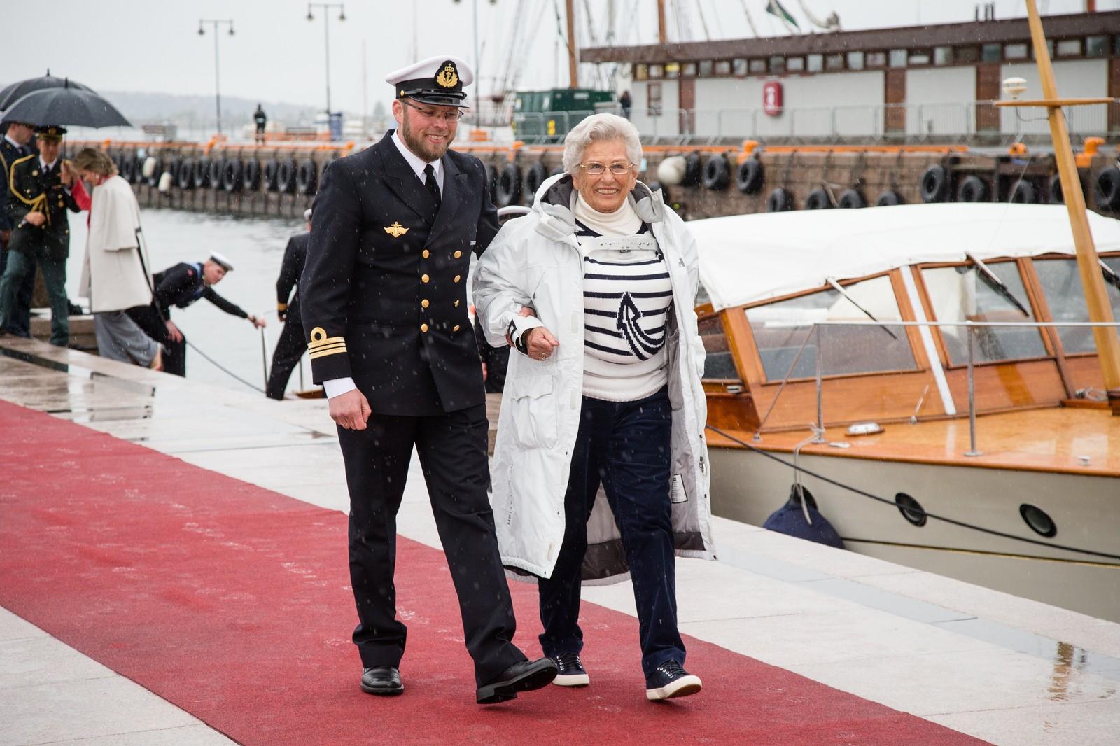 Prinsesse Astrid, fru Ferner ved ankomst på Honnørbrygga i Oslo etter lunsj på Kongeskipet Norge onsdag.