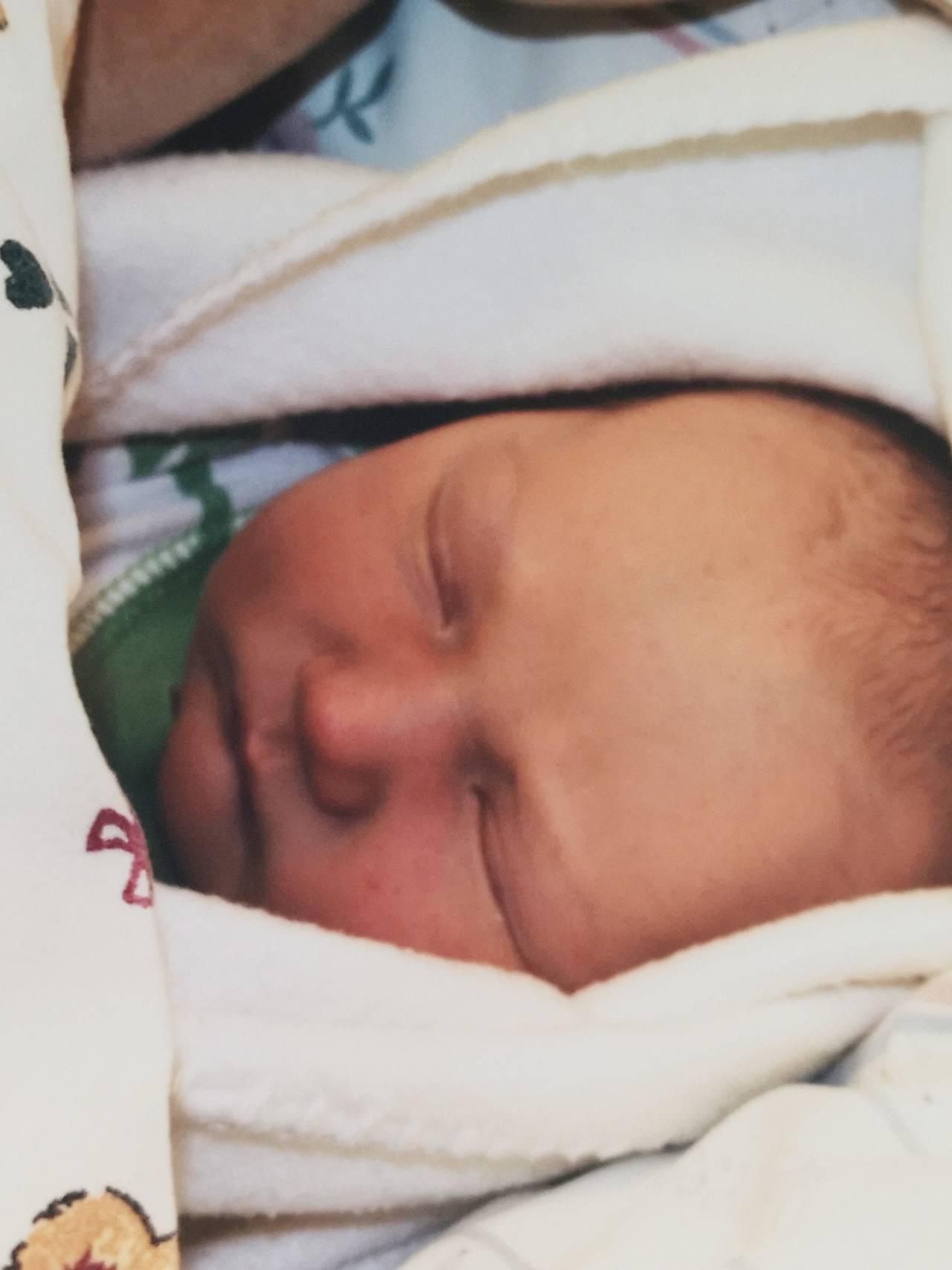 Viktor Olai som nyfødt