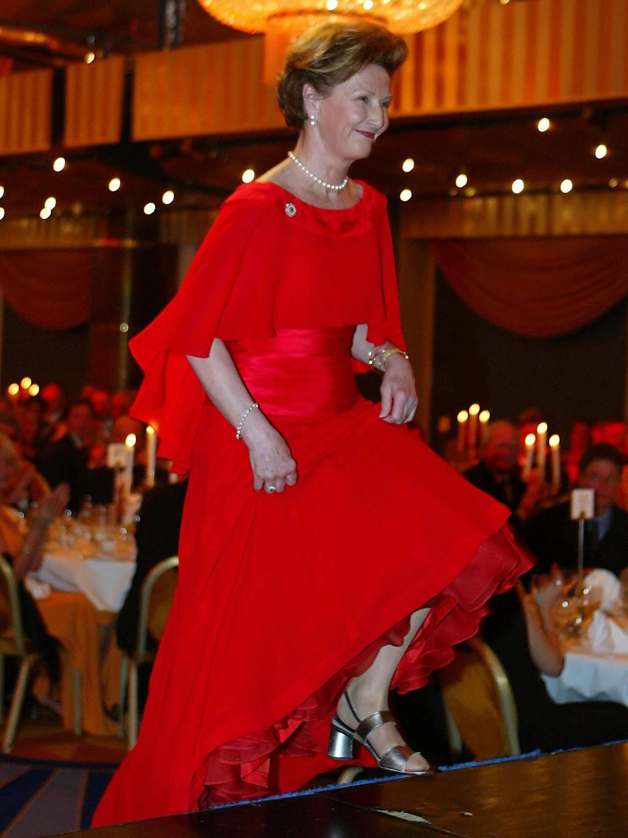 Dronning Sonja rød kjole