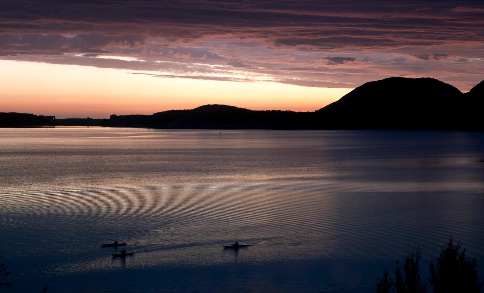 Sommernatt på Skråfjorden i Åfjord