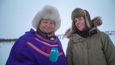 Rebecca Strand og Ronald Pulk er programledere for Reinflytting minutt for minutt. - Foto: Tor-Egil Rasmussen/NRK