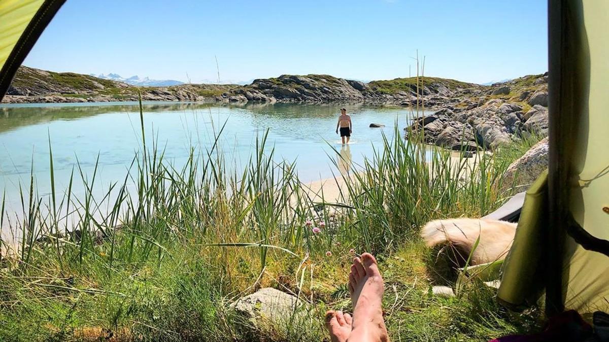 Et avkjølende bad på Landegode utenfor Bodø.