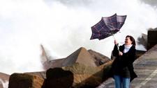 – Det er viktig å være presis når man formidler vindstyrke og effekten av den til TV-seerne, sier varslingsdirektør ved Meteorologisk institutt. Her