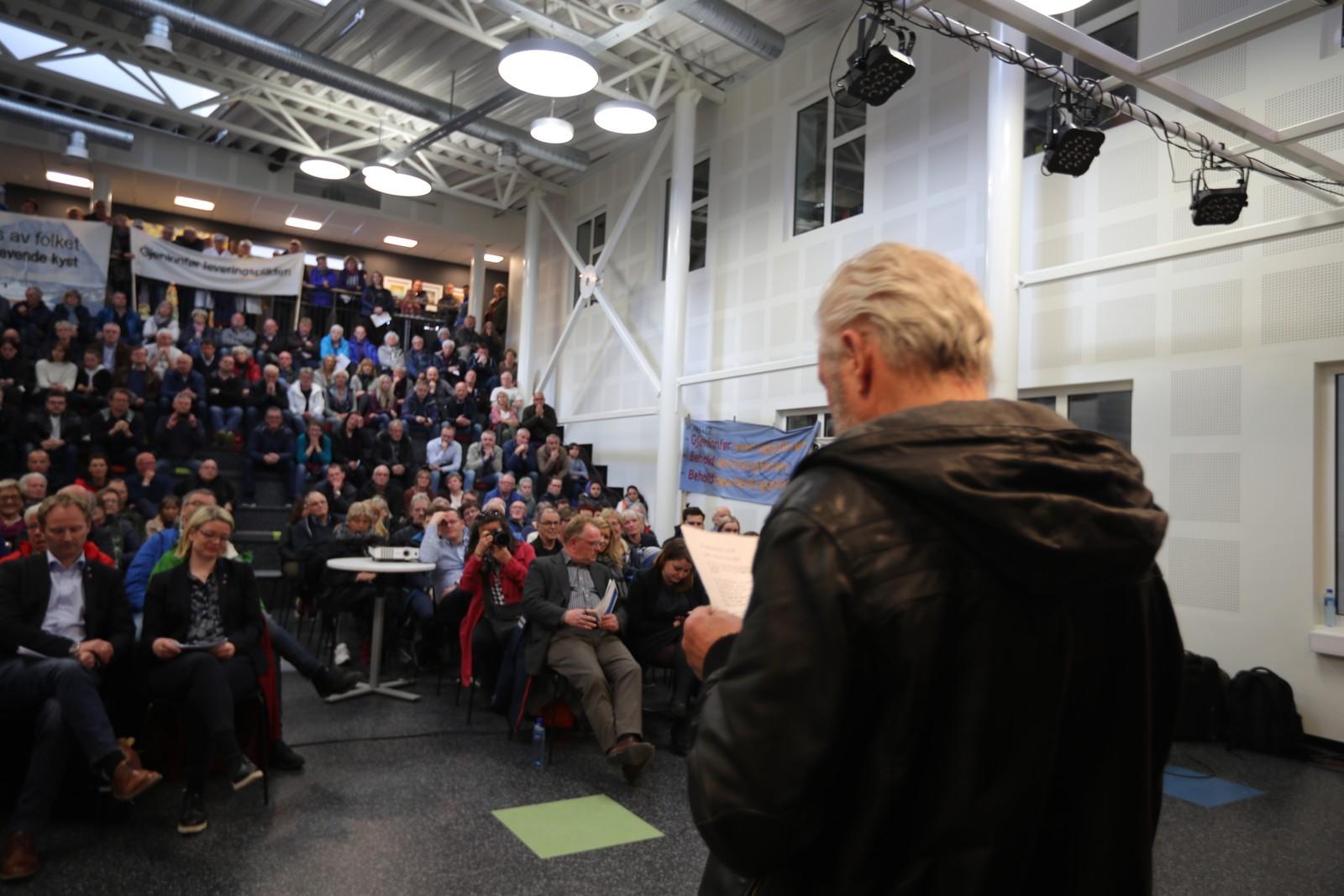 Mange tok turen for å høre Per Sandberg i kveld.