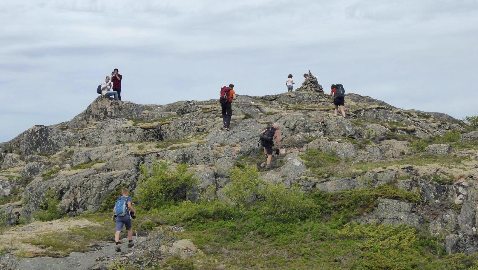 Små og store fjellvandrere på Dunafjellet. Jøa