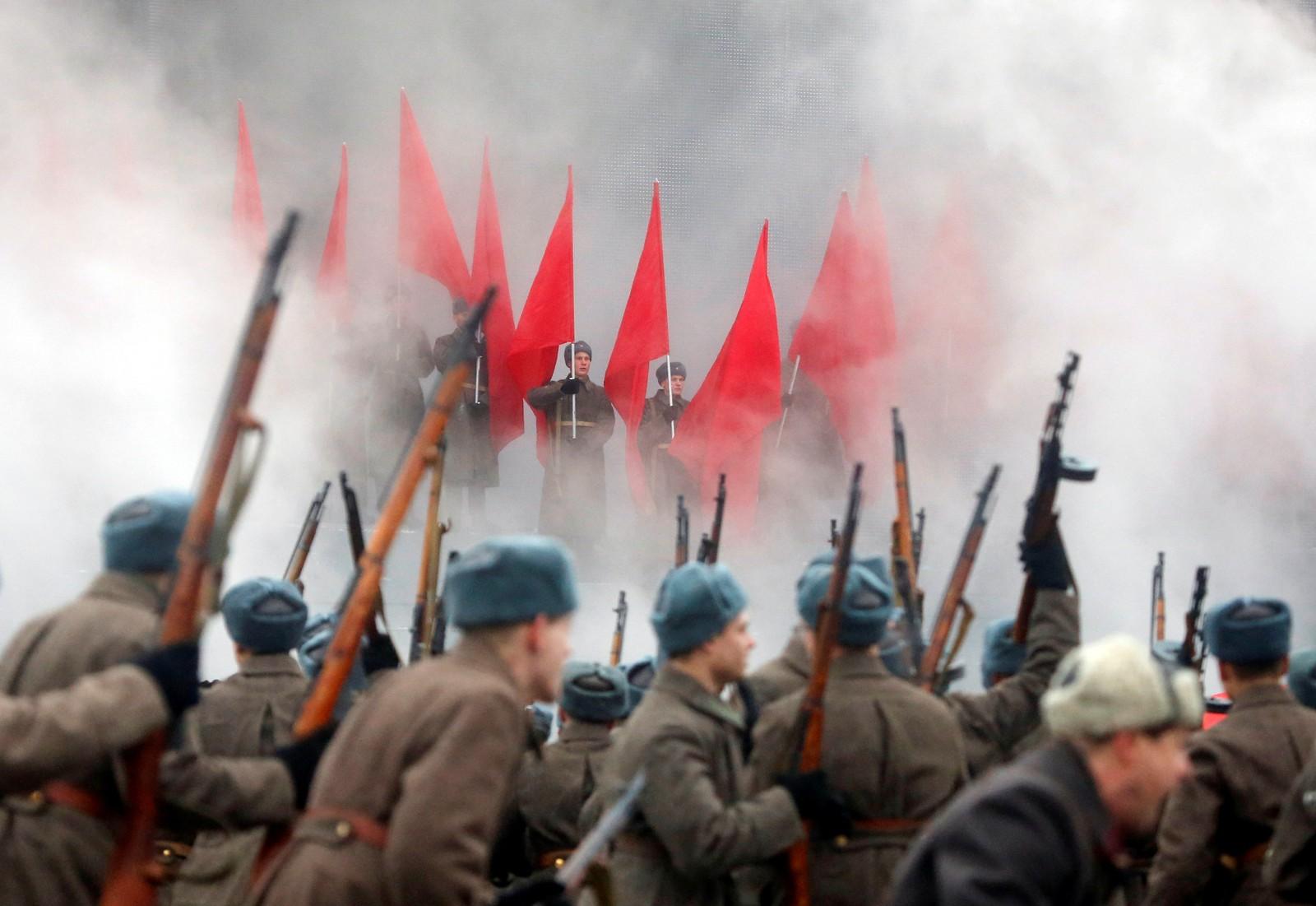 Det var som om tida var skrudd 75 år tilbake ved Kreml i dag. 5500 soldatar gjentok militærparaden frå 1941.