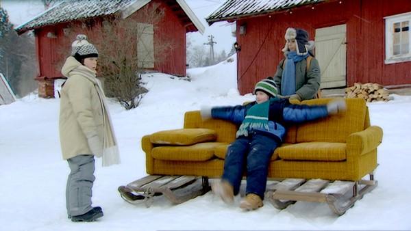 Hytteturen.       Linus, Nure og Atif blir med Marvin, Biggen og Tor på hyttetur. Der får de høre historien om kista som pappaene gjemte i skogen da de var små.