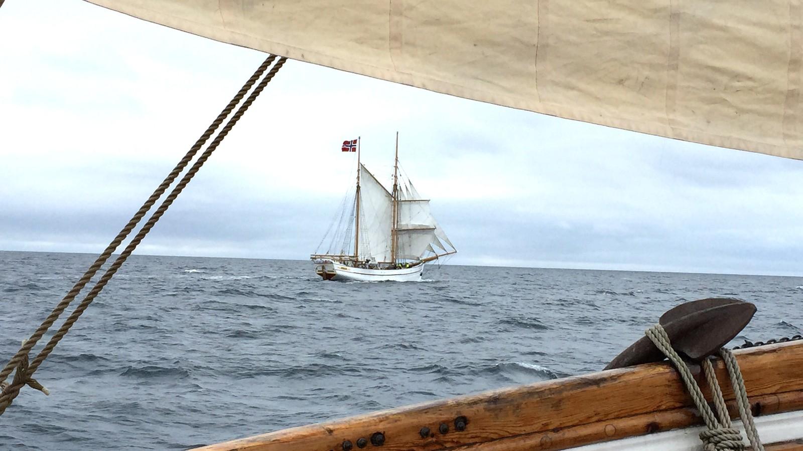 Svanhild møter Loyal i Nordsjøen, og seglar saman mot Shetland.