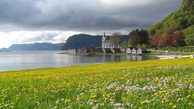 Selje kyrkje. Foto: Bård Fløde.