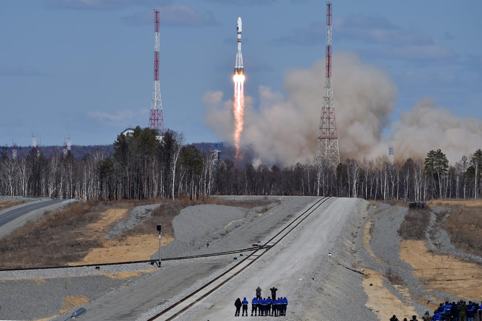 En russisk Soyuz 2.1a-rakett ble torsdag skutt opp fra Vostotjnyj-rombasen ved byen Uglegorsk, i den østlige Amur-regionen i Russland. Raketten har Lomonosov, Aist-2D og SamSat-218-satellitter om bord.
