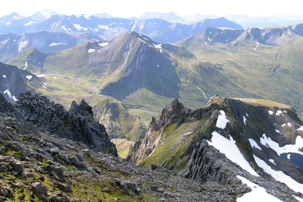 Utsikt mot Molladalen fra Jønshornet. - Foto: Arild Eidset