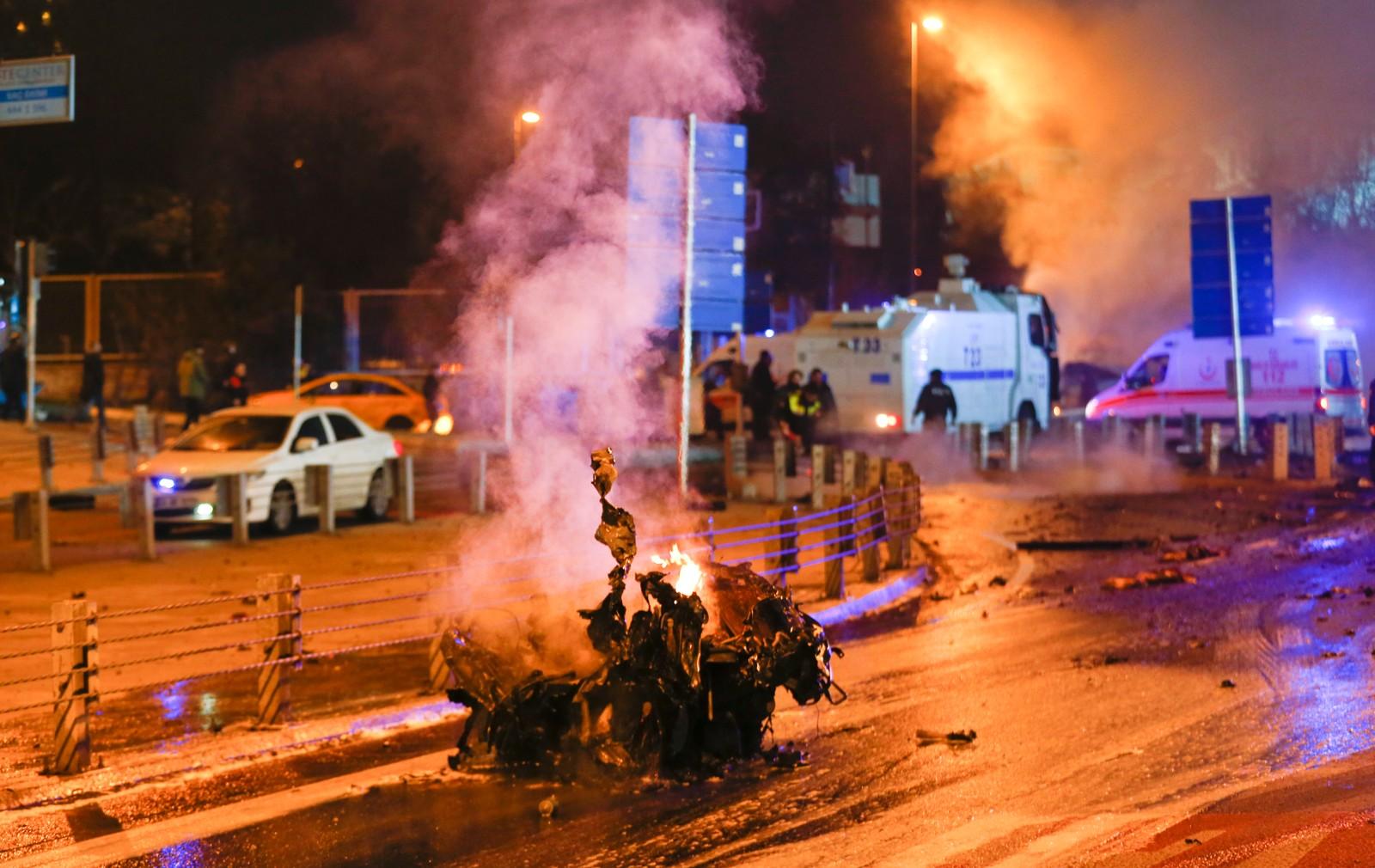 Bilder viser skadene etter det som skal ha vært to eksplosjoner i Istanbul.
